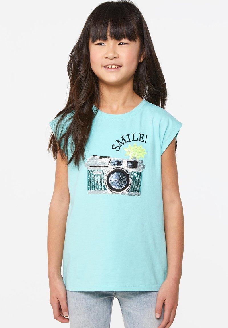 WE Fashion - WE FASHION MEISJES T-SHIRT MET PAILLETTEN - Print T-shirt - light blue