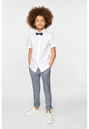 WE FASHION JONGENS SKINNY FIT GERUITE PANTALON - Pantalon classique - blue