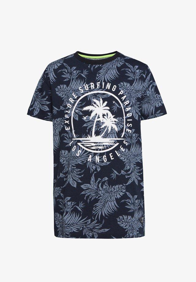 WE FASHION JUNGEN-T-SHIRT MIT MUSTER UND AUFDRUCK - T-shirt print - all-over print