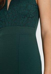 WAL G. - V NECK MIDI - Pouzdrové šaty - green - 5