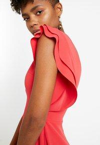 WAL G. - FRILL PLUNGE SKATER DRESS - Sukienka z dżerseju - coral - 4