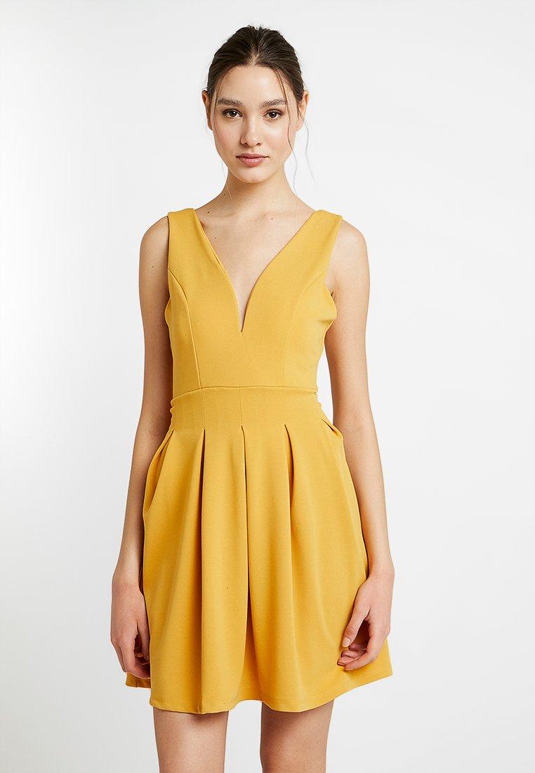 WAL G. - PLUNGE NECK SKATER DRESS - Žerzejové šaty - mustard