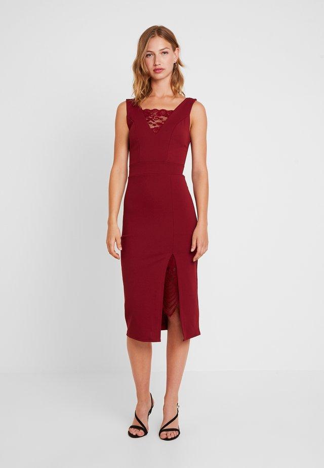 Pouzdrové šaty - wine