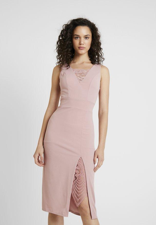 Sukienka etui - blush