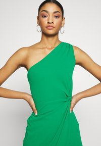 WAL G. - ONE SHOULDER MIDI DRESS WITH KNOT TIE - Etuikjole - green - 4