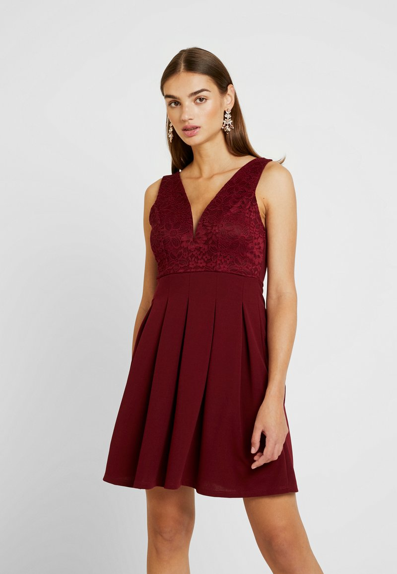 WAL G. - V NECK PLUNG SKATER DRESS - Cocktailkjoler / festkjoler - wine