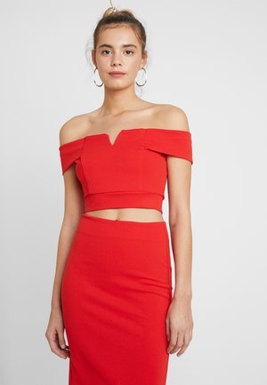 TWO PIECES OFF THE SHOULDER TOP AND SKIRT - Cocktail dress / Party dress - red