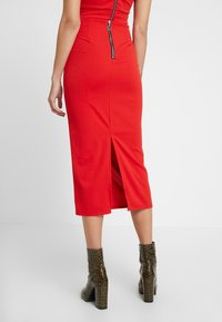 WAL G. - TWO PIECES OFF THE SHOULDER TOP AND SKIRT - Cocktail dress / Party dress - red - 4