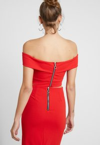 WAL G. - TWO PIECES OFF THE SHOULDER TOP AND SKIRT - Cocktail dress / Party dress - red - 2