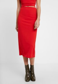 WAL G. - TWO PIECES OFF THE SHOULDER TOP AND SKIRT - Cocktail dress / Party dress - red - 3
