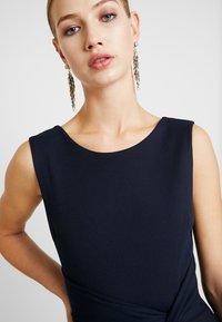 WAL G. - KNOT MAXI DRESS WITH SPLIT - Robe de cocktail - navy - 4