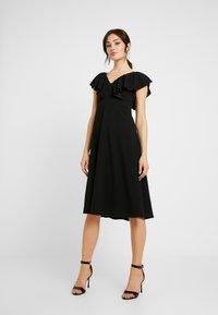WAL G. - FLUTTER DRESS - Robe de soirée - black - 0