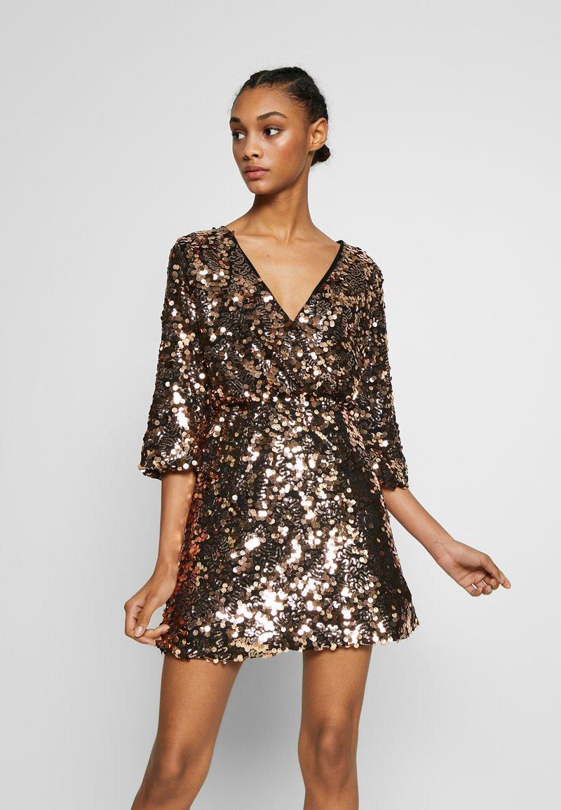 WAL G. - DRESS - Cocktailkjole - gold sequin