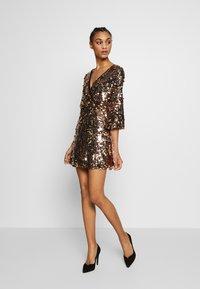 WAL G. - DRESS - Cocktailkjole - gold sequin - 1