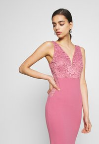 WAL G. - SLEEVLESS VNECK DRESS WITH SIDES - Vestido de fiesta - mellow rose - 4