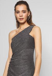 WAL G. - RUCHED ONE SHOULDER DRESS - Vestido de fiesta - silver - 4