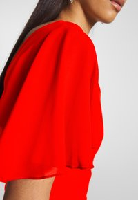 WAL G. - FLUTTER CAP SLEEVE MIDI DRESS - Vestito elegante - red - 5