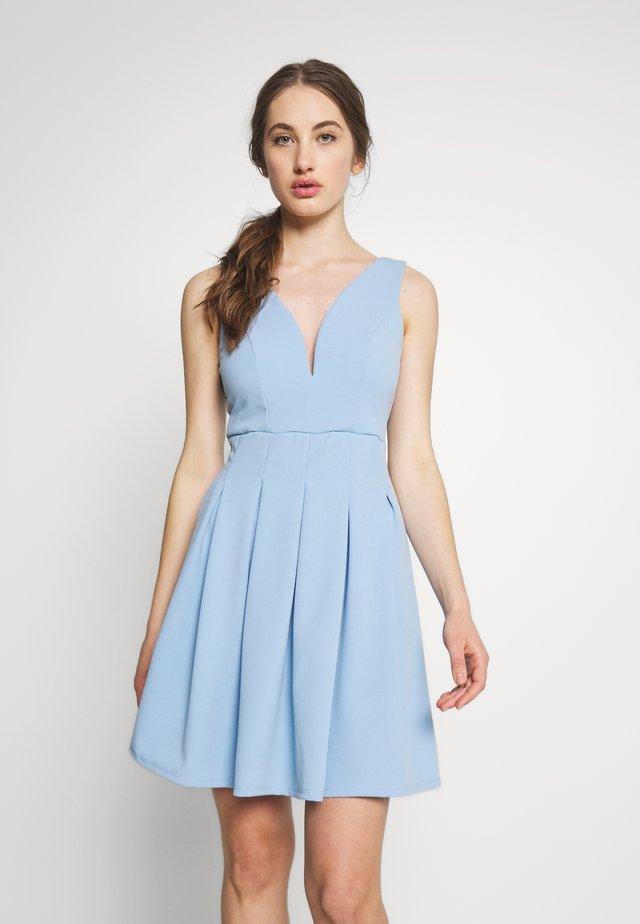 PLEATED SKATER DRESS - Žerzejové šaty - powder blue