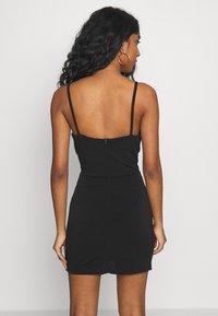 WAL G. - DEEP PLUNGE MINI DRESS - Sukienka z dżerseju - black - 2