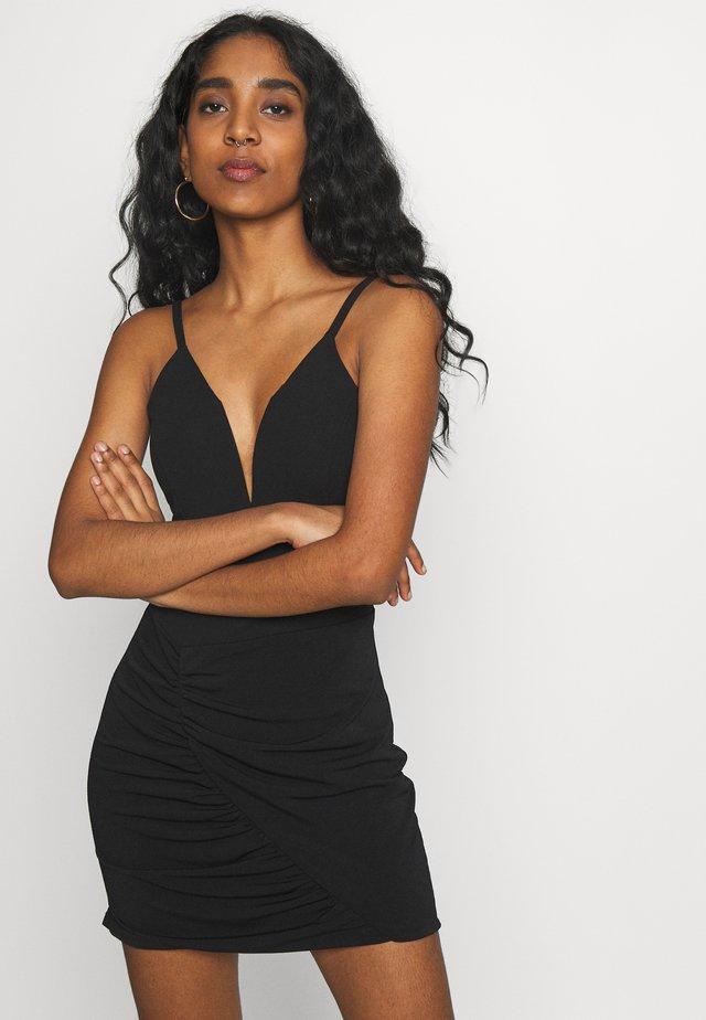 DEEP PLUNGE MINI DRESS - Žerzejové šaty - black