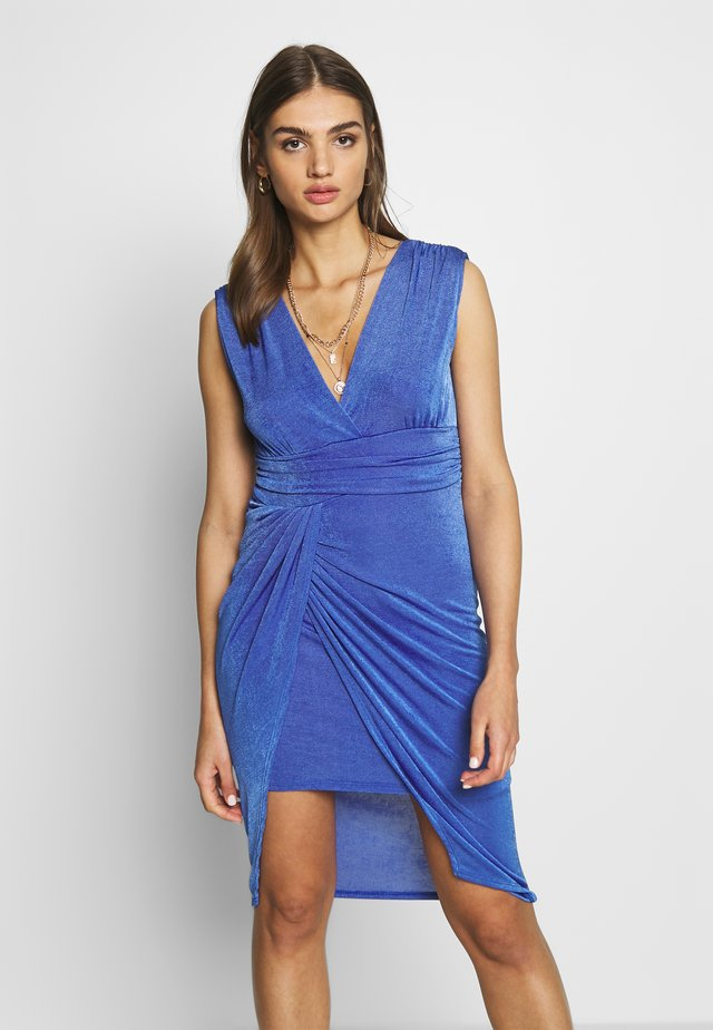 V NECK RUCHED DETAIL MIDI DRESS - Tubino - electric blue