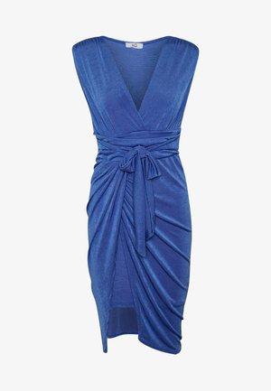 V NECK RUCHED DETAIL MIDI DRESS - Pouzdrové šaty - electric blue