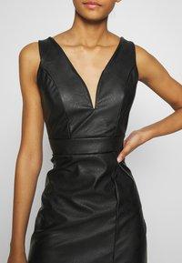 WAL G. - LEATHER LOOK MIDI DRESS - Vestido de tubo - black - 4