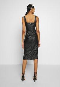 WAL G. - LEATHER LOOK MIDI DRESS - Sukienka etui - black - 2