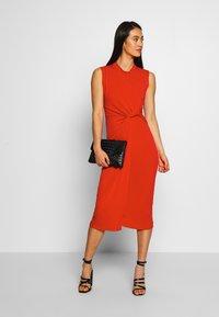 WAL G. - SIDE KNOT DRESS - Koktejlové šaty/ šaty na párty - red - 1