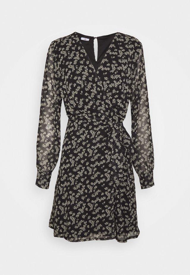 PRINTED WRAP DRESS - Kjole - black/white