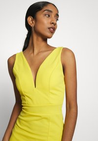 WAL G. - V NECK MIDI DRESS WITH CUPS - Cocktailklänning - yellow - 5