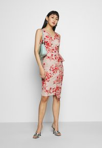 WAL G. - SIDE FRILL PRINTED MIDI DRESS - Jerseykjole - pink