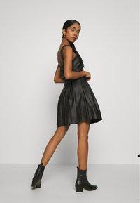 WAL G. - PLEATED SKATER DRESS - Vestito elegante - black - 2