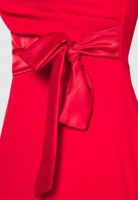 WAL G. - BARDOT BAND DRESS - Vestido de fiesta - red - 2