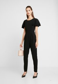 WAL G. - SHORT SLEEVE FRILL SHOULDER - Tuta jumpsuit - black - 1