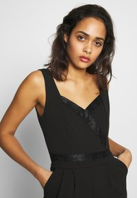 WAL G. - SWEETHEART FITTED - Jumpsuit - black - 3