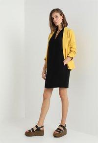 Whistles - V NECK CREPE DRESS - Robe d'été - black - 2
