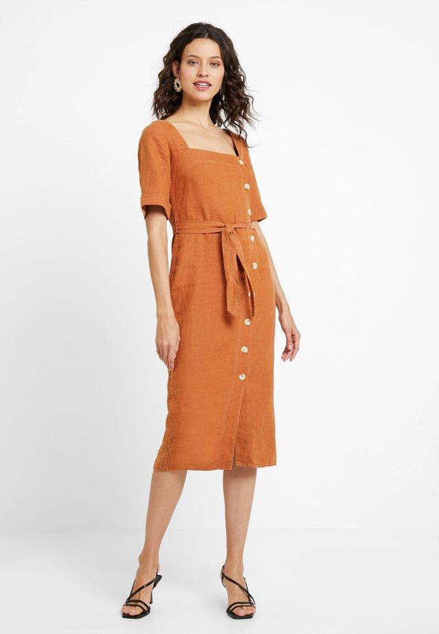 ULLA DRESS - Sukienka koszulowa - rust