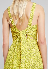 Whistles - LLORA CLOUDED LEOPARD DRESS - Maxikleid - yellow/multi - 4