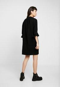 Whistles - SONIA FRILL SLEEVE DRESS - Korte jurk - black - 2