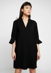 Whistles - SONIA FRILL SLEEVE DRESS - Korte jurk - black - 0