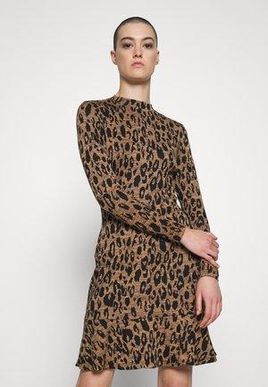 ANIMAL FLIPPY DRESS - Jerseykleid - brown
