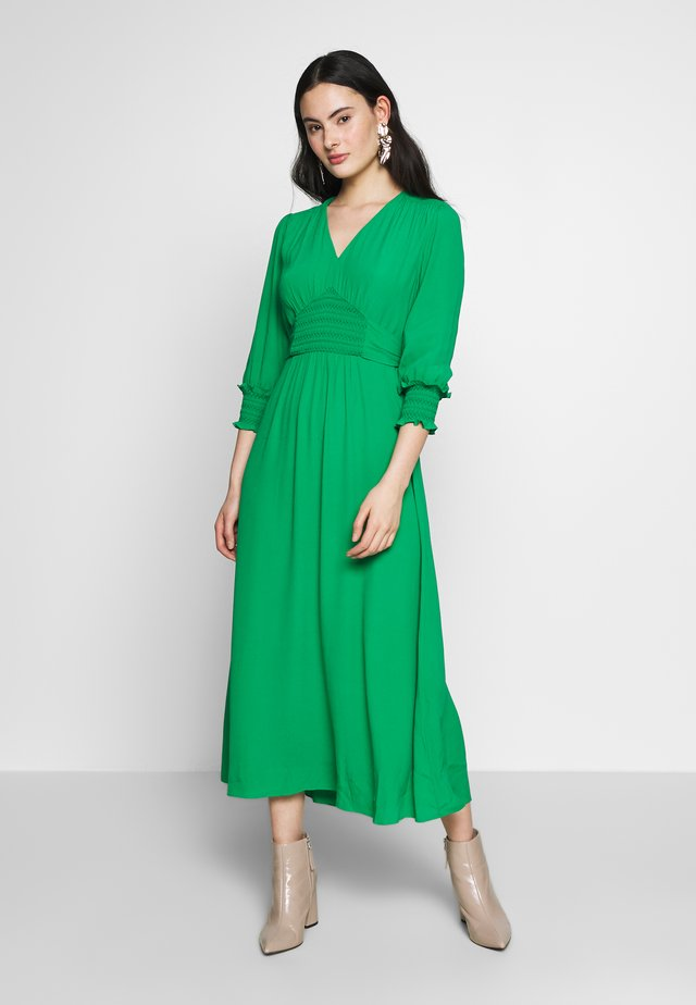 ZENNA SHIRRED WAIST DRESS - Hverdagskjoler - green