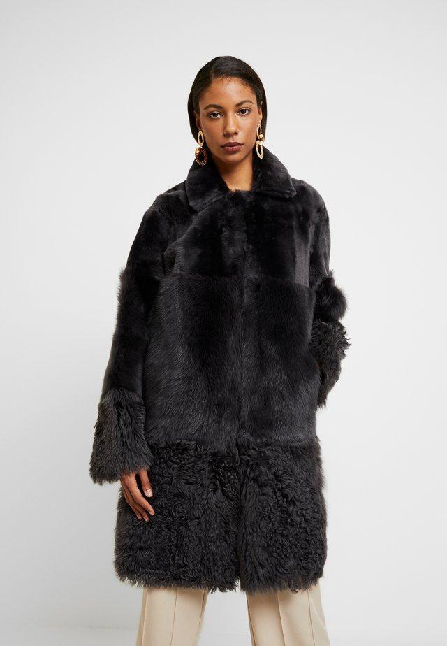 COSMA SHEARLING COAT - Winter coat - grey
