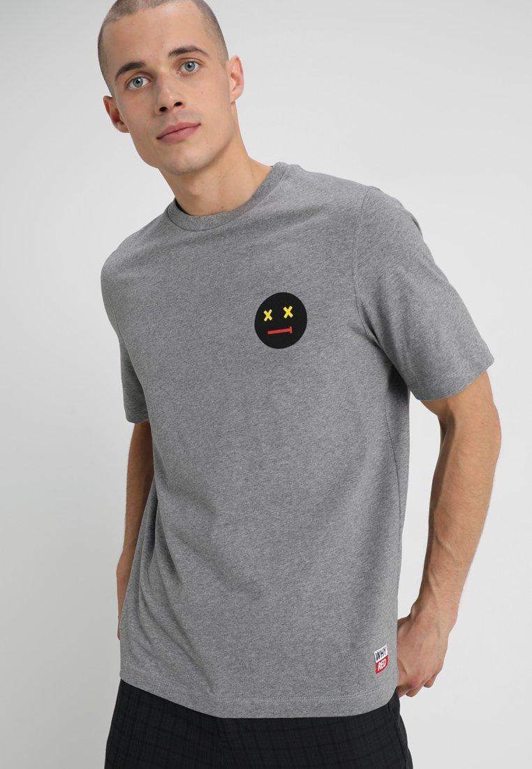 Whyred - FOXTON DEAD SMILE - Print T-shirt - grey melange