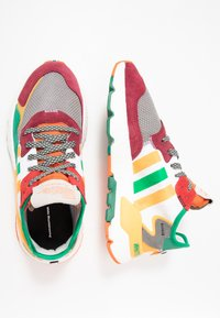 White Mountaineering - Baskets basses - multicolor - 1