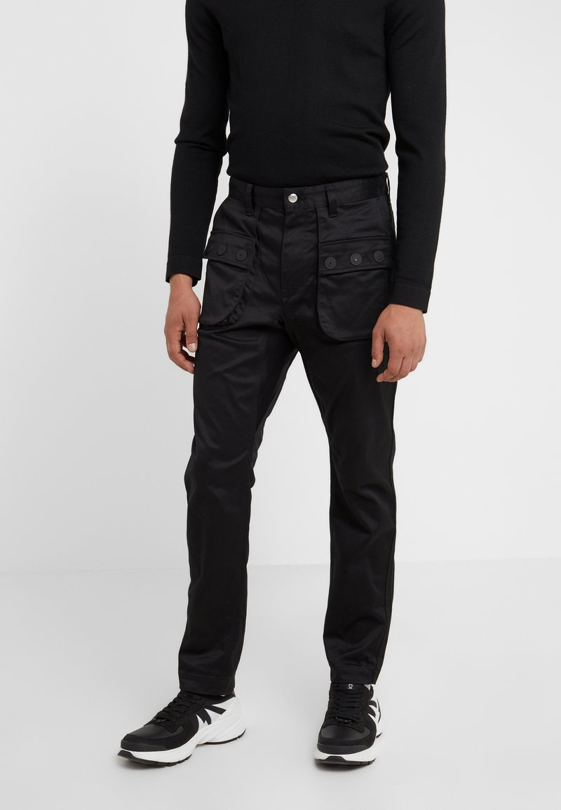White Mountaineering - DOUBLE POCKET PANTS - Trousers - black