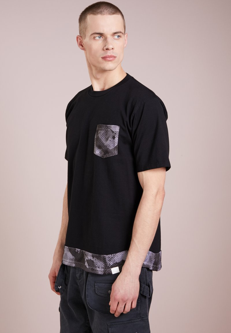 White Mountaineering - SUMIE PAINTING  - T-Shirt print - black