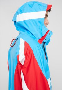 White Mountaineering - GORE TEX CONTRASTED  - Giacca outdoor - blue/red - 5