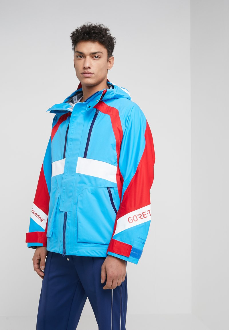 White Mountaineering - GORE TEX CONTRASTED  - Kurtka Outdoor - blue/red
